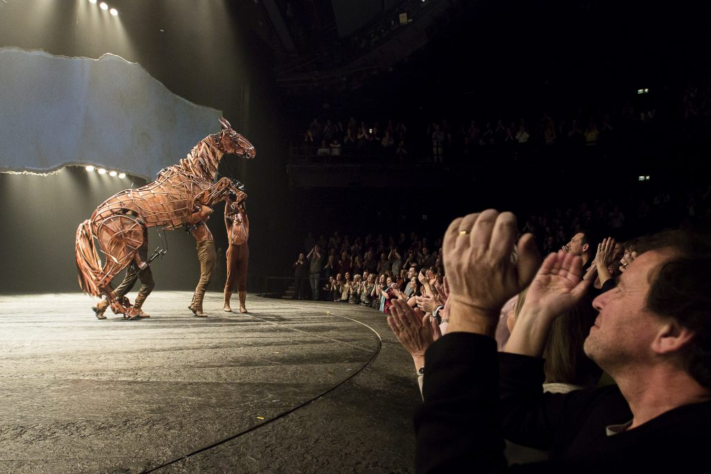 war-horse-london-final-curtain-call-by-alex-rumford